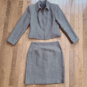 Ann Taylor 100% wool jacket and skirt set, Size 8P